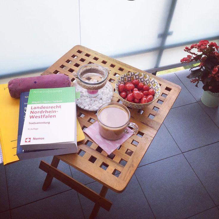 #mondays #student #studentlife #studentenleben #learning #aufbalkonien #jura #recht #prawo #examen #endspurt #staatsexamenloading #me #today #thestruggleisreal #summer #sonne #essencity http://butimag.com/ipost/1555819792073825314/?code=BWXYduZFRwi