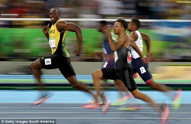 Usain Bolt smiling for camera during 100m Olympic final spawns internet memes | Daily Mail Online