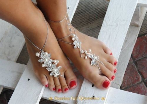 Χειροποίητο νυφικό barefoot με κρυστάλλους.   http://handmadecollectionqueens.com  #handmade   #fashion   #barefoot   #bridal   #barefoot  for #wedding   #accessories   #storiesforqueens