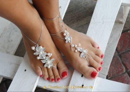 Χειροποίητο νυφικό barefoot με κρυστάλλους.   http://handmadecollectionqueens.com  #handmade   #fashion   #barefoot   #bridal   #barefoot  for #wedding   #accessories   #storiesforqueens