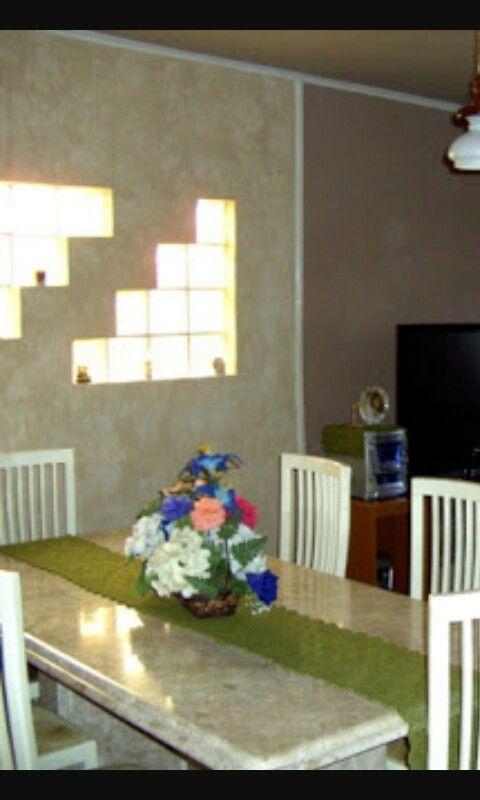 Detalhe de tijolo de vidro na sala de jantar  Ideias para a casa