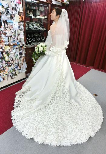 美しいウェディングドレス特集 ドレスは「ヴィヴィアン」のオーダー変更