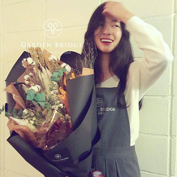 Handtied bouquet  GardenBridge academy seoul korea florist