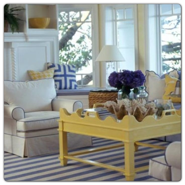 Love a splash of yellow - what a great colour combination.