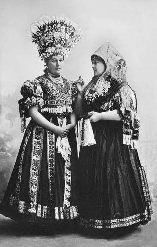 Garamszeghy Sándor: Matyólakodalom. Nemzeti Színház, 1914. Ligeti Juliska (Kati), Blaha Lujza (Thurza Erzsa)