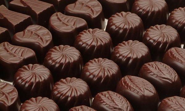 Συνταγή για πεντανόστιμα σοκολατάκια με 3 μόνο υλικά!