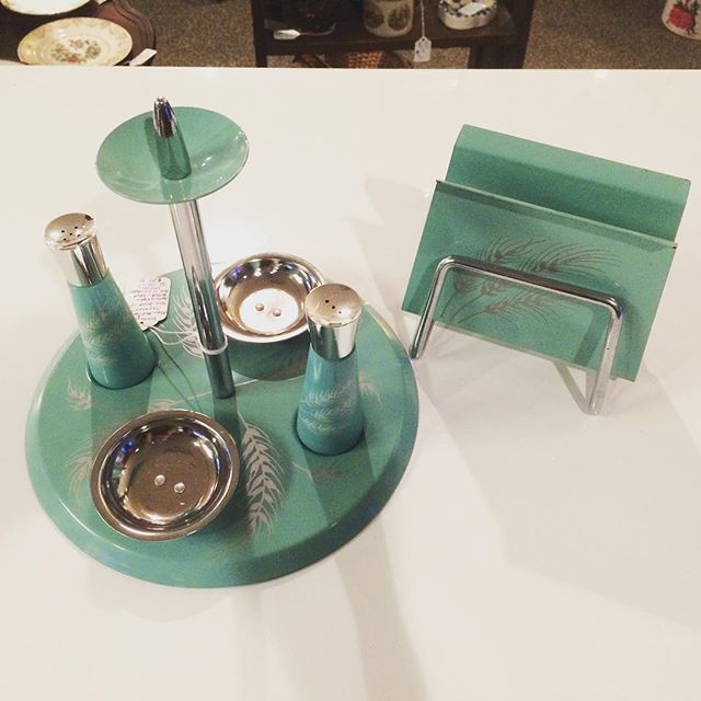 Midcentury Table Server w/ Napkin Holder Set.  #squidbaitandmaggies #vintagestyle #vintagelife #vintagehome #vintagekitchen #vintage #chillicotheohio
