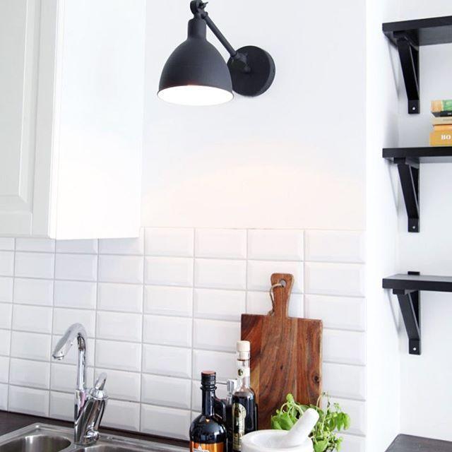 Have you noticed the mini Bazar? It's also beautiful on the kitchen wall.  Bazar mini - By Rydens  #byrydens #bazar #kitcheninspo #sessak #sessaklighting #interior #interiorinspo #interiorinspiration #interiordesign #scandinavianstyle #nordicinspiration #valaisin #sisustus #lighting #walllamp #kitchen #kitchenideas #interiorstyling