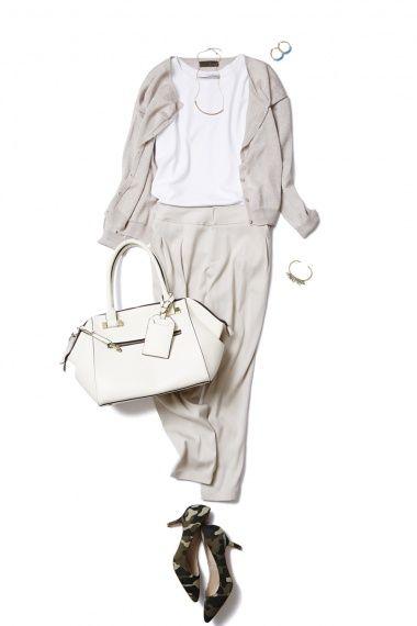 旬のタックパンツはニュアンスカラーで、ONもOFFもゆるっと着こなす。 ― A-ファッションコーディネート通販|ビストロ フラワーズ トウキョウ