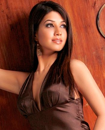 I accepted Horror Story, because it came from Vikram Bhatt, says Radhika Menon! - http://www.bolegaindia.com/gossips/I_accepted_Horror_Story_because_it_came_from_Vikram_Bhatt_says_Radhika_Menon-gid-35625-gc-6.html