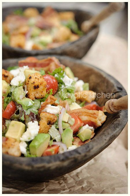 lettuce, croutons, avocado, bacon, mozarella, garlic, red onion, garlic dressing: Homemade Croutons, Garlic Dresses, Kayot Kitchens, Salad Recipes, Avocado Salad, Red Onions, Salad Lettuce, Yummy Salad, Delicious Salad