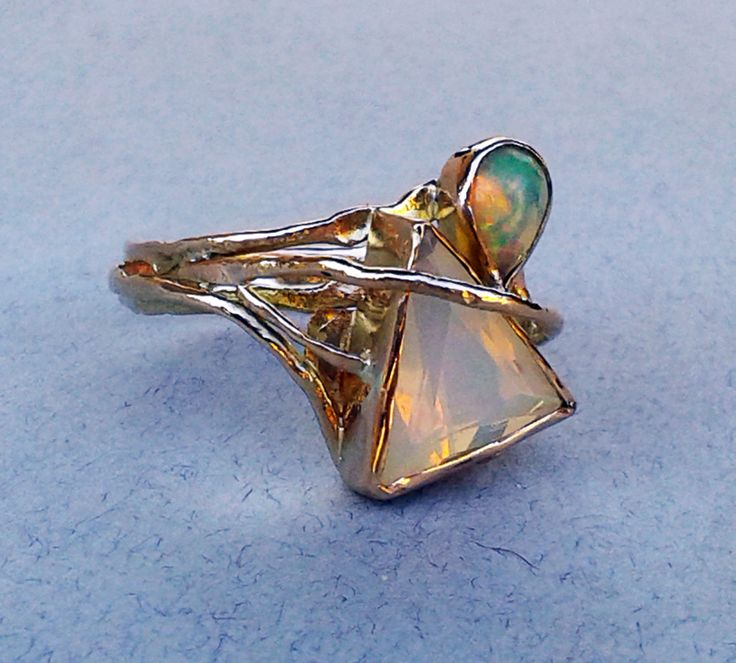 18kt yellow gold,opals