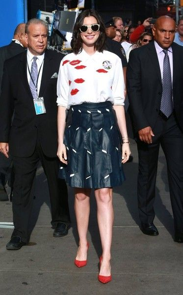 """Anne Hathaway Photos Photos - """"The Intern"""" star Anne Hathaway visits ABC Studios for an appearance on """"Good Morning America"""" on September 23, 2015 in New York City, New York. - Anne Hathaway Says 'Good Morning America'"""
