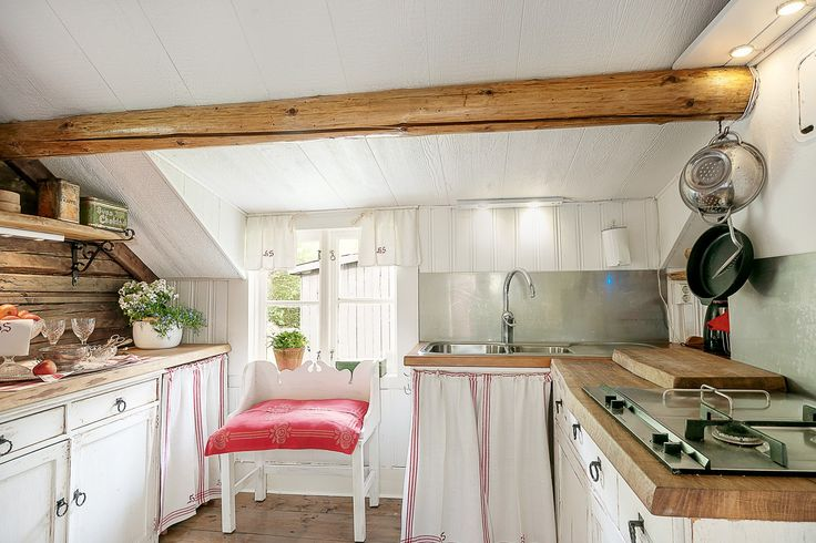 Köket med både glas- och gashäll