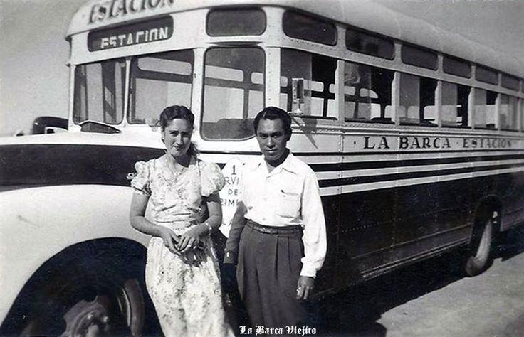 Personas y camion de pasajeros de La Barca Jalisco Mexico
