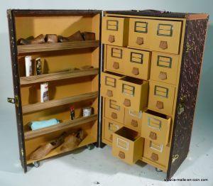 http://www.la-malle-en-coin.com/Autres-marques/malle-pour-collectionneur-de-souliers-r1260.html