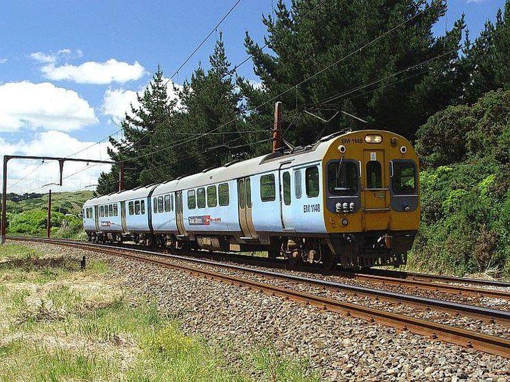 Egy Wellington felé tartó Ganz-MÁVAG villamos motorvonat Új-Zélandon 2003. november 27-én