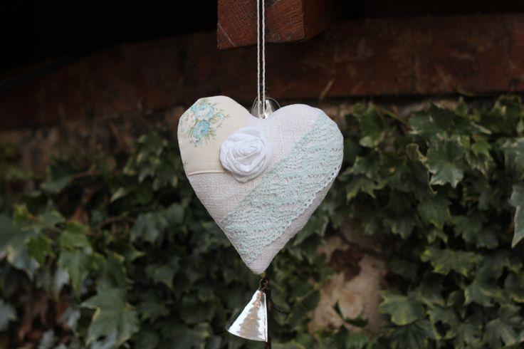 coeur en chanvre ancien,à suspendre, décoration de fenêtre, dentelle, rose en tissu, appliqué tissu tilda de la boutique atelierdeugenie sur Etsy
