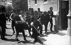 Uhićenje Gavrila Principa nakon atentata na Franju Ferdinanda u Sarajevu.