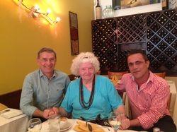 Almoçámos no Cafe Sole, um restaurante italiano da zona de Glendale, Los Angeles, onde a Patricia Nell Warren vive. Um almoço muito agradável. - See more at: http://www.indexebooks.com/patricia-nell-warren.html#sthash.gnzXQg6T.dpuf
