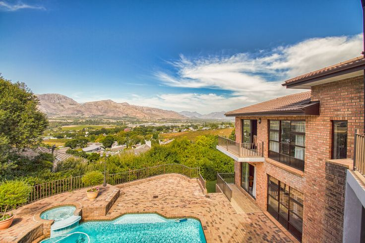 The Real Estate Avenue in Paarl, Western Cape