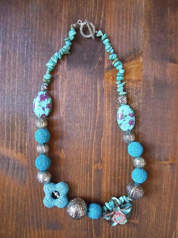 io la chiamo greca..;)))..il colore di questa collana non si può definire turchese perchè va nel verde..è di un colore bellissimo..