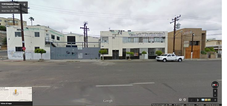 #ZonaCentro #zuKsa #BienesRaíces #Tijuana Amplia Bodega Comercial en Venta de 2205m2 en la Calle Sexta parte Alta.  Ideal para giro de alimentos y procesamiento de mariscos.  Cuenta con cuartos fríos, área de atención al publico, elevadores, mezzanine. Proceso de lavado y empacadora, Área de Restaurante con baños, área de comedero para trabajadores. Oficinas, Totalmente construido los 2205m2 Anden para descarga. Ubicado en esquina.