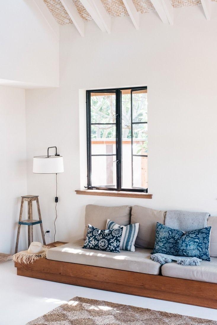 Hawaii carriage house living area sofa coastallivingrooms