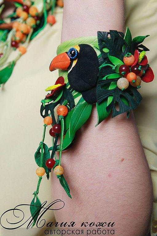 """Купить Браслет из кожи """"Райские тропики"""" - зеленый, тукан, райские тропики, тропики, экзотика"""