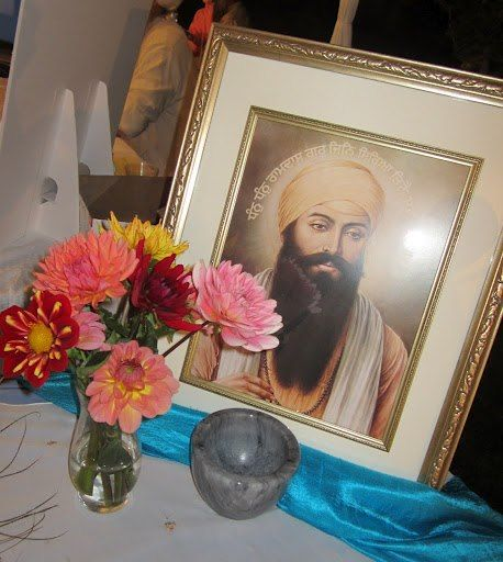 Global meditations for Yogi Bhajan and Guru Ram Das