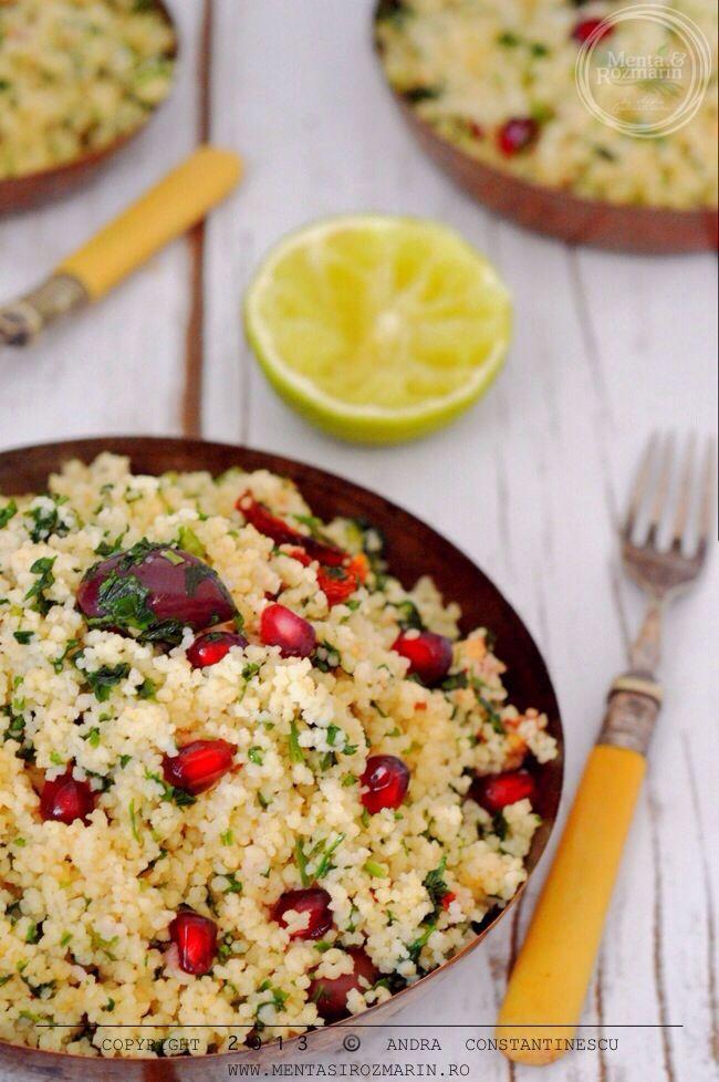 Retete de sarbatoare: salata de cuscus cu rodie, masline Kalamata si patrunjel [vegetarian] - Menta & Rozmarin