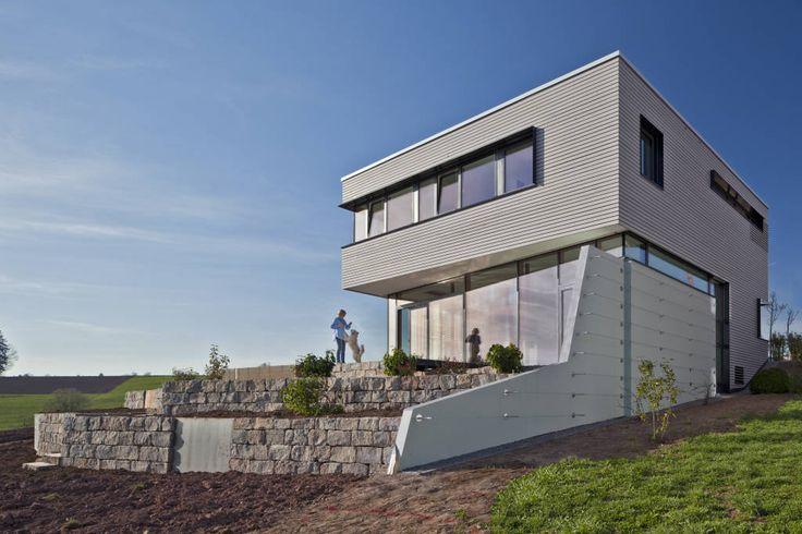 moderne häuser bilder: ansicht und aussenterrassen, Innenarchitektur ideen