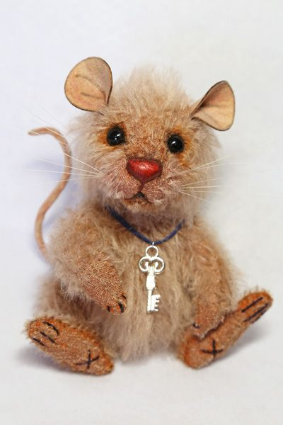 Scruffy the Little Mouse / Teddy Bears & Pals. OMG! I need this little mouse in my life. He's my favorite! ♥
