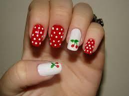 Unhas Decoradas Simples vermelha com bolinha branca e cereja