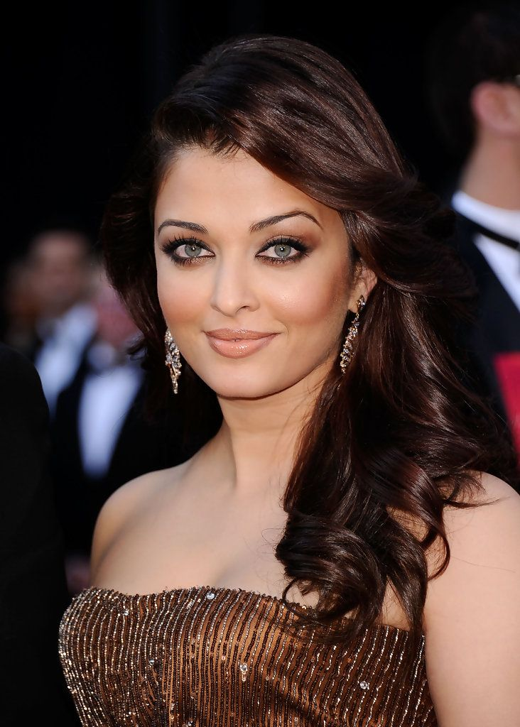 Actress Aishwarya Rai Bachchan (R) Abhishek Bachchan arrive at the 83rd Annual Academy Awards held at the Kodak Theatre on February 27, 2011 in Hollywood, California.