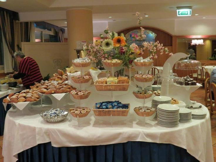 Continental buffet breakfast in hotel hotel breakfast for Table 6 brunch denver