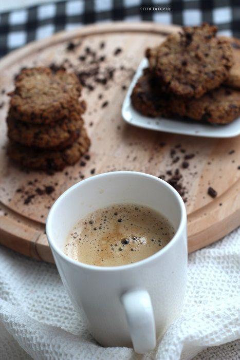 WOOOOOHOOO Het is eindelijk weer tijd voor een recept! En jawel, een koekjes recept. Want daar houd ik van! Chocolate chip koekjes die glutenvrij en suikervrij (met wat aanpassingen) zijn!…