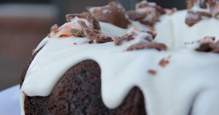 Mix and Match Mama: Bundt Cake #31: Cadbury Creme Egg