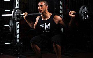 Flexion sur jambes en force athlétique pour perdre du poids qui permet aussi le renforcement desadducteurs,ischio jambieret d'avoir debelles fesses !
