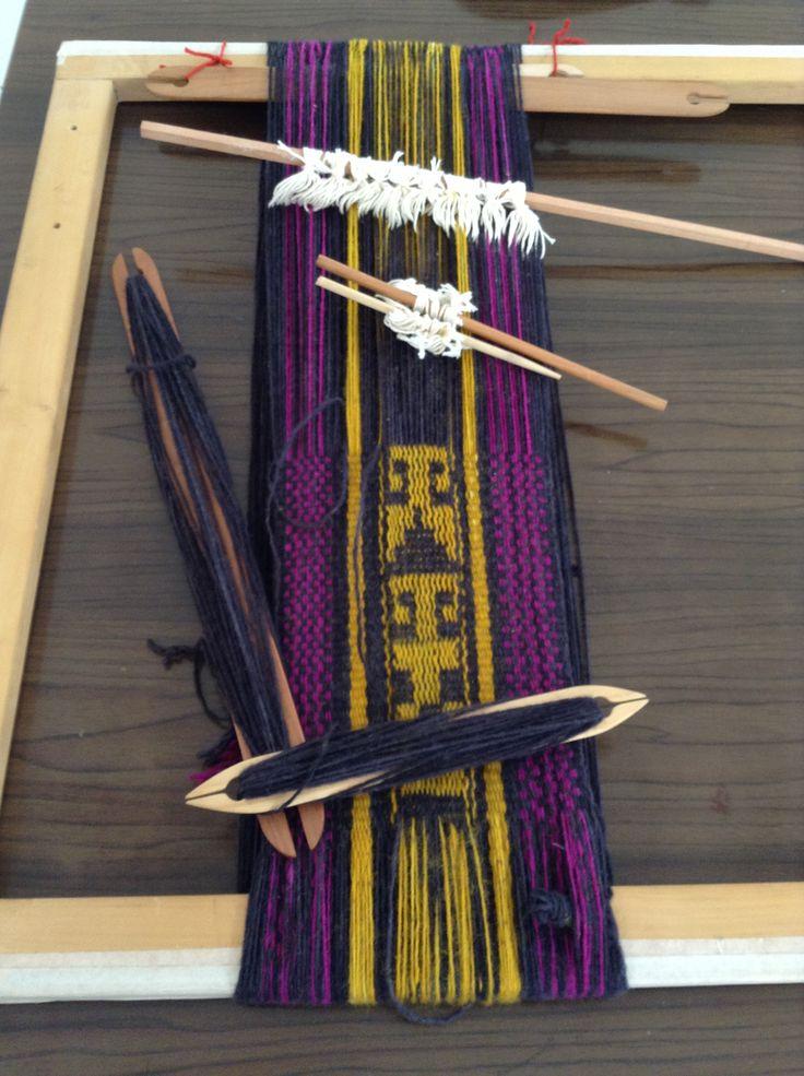 Tejido en Telar Mapuche, por Ana María Mallea, profesora: Ale Fuenza