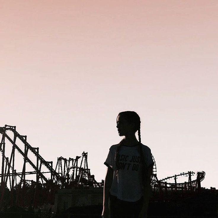 #amusementpark #sky #sunset #shadow  #tumblrphoto #tumblrpost #girl #tumblrinsatagram #przegladinstagrama #fajnyprogram
