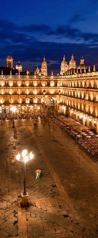 Castilla y León, Salamanca: Plaza Mayor. Este plaza es en Castilla. Es muy bella y recomendo que usted vaya en noche.
