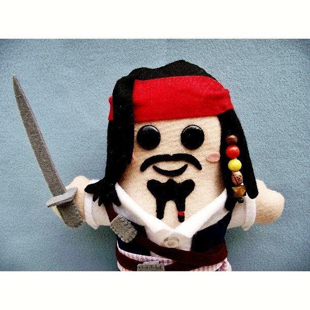 https://flic.kr/p/DW9XSQ | Novembro de 2013: Jack Sparro... Desculpem. Capitão Jack Sparrow chegou.  #handmadedoll #handmade #dollmaker #reviewing