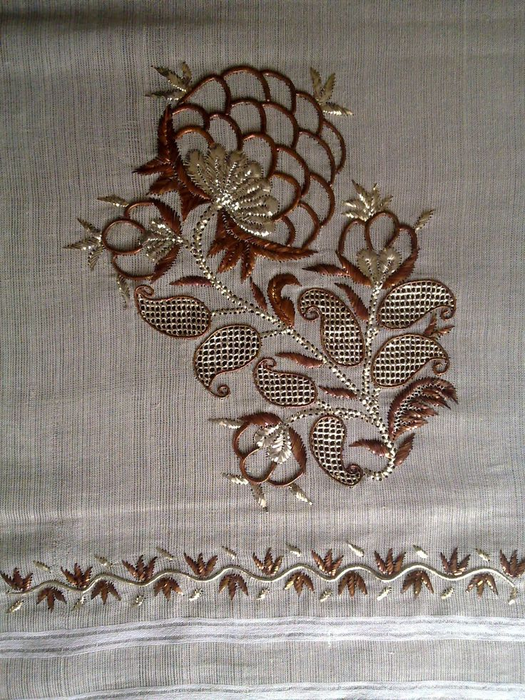 Bakır ve gümüş renkler ile tek sarma tekniğini kullandığım kasımpatı motifli örtüm.Bu örtüm 2011 Feshane İsmek sergisinde sergilenmiştir....