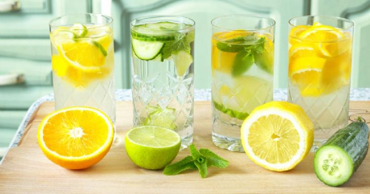 """Vücudumuzun yaklaşık yüzde 75'i sudur. Suyun sağlıklı beslenmede çok önemli bir payı vardır. Suyun metabolik reaksiyonlar sonucu oluşan atık ürünler ve toksinlerin vücuttan atılarak sağlığımızın korunmasına katkıda bulunduğunu belirten Anadolu Sağlık Merkezi Tamamlayıcı Tıp Merkezi Beslenme ve Diyet Uzmanı Tuba Örnek """"Dolayısıyla su bağışıklık sisteminin de önemli bir parçasıdır. Bunun için su günde ortalama 8-10 bardak olacak şekilde sade veya isteğe bağlı olarak sevilen sebze-meyvelerle…"""