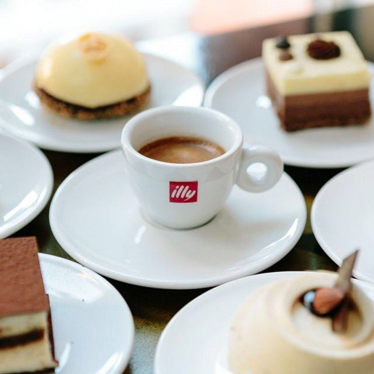 Iconic illy Logo Espresso and Cappuccino Cups. Beautifully simple. Absolutely extraordinary.
