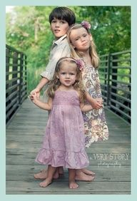 Adorable sibling pose. Could work with 4 kids