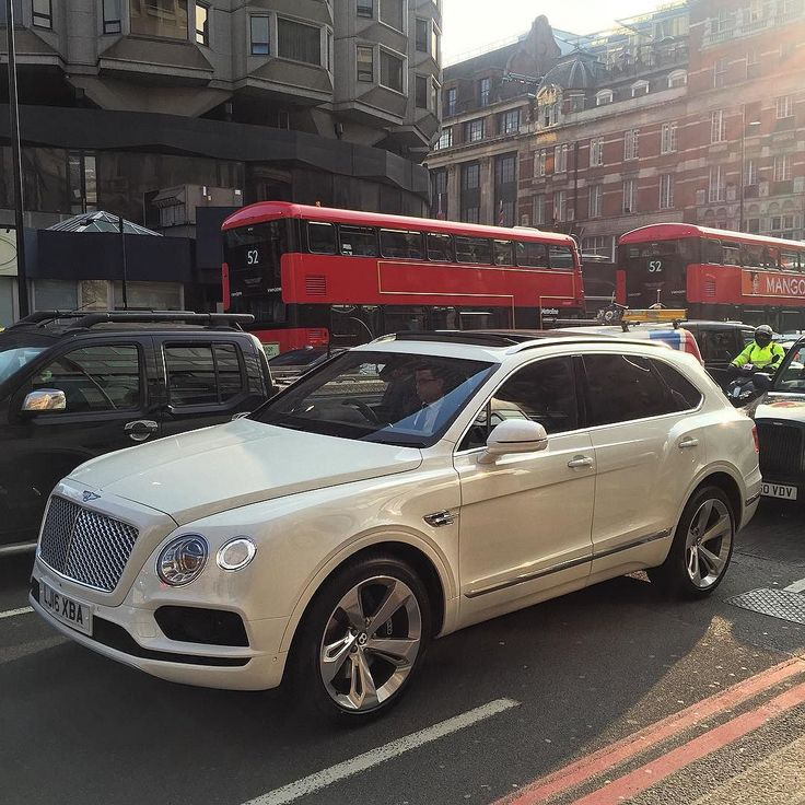 Bentley Bentayga Speed Beats Lamborghini Urus: Bentley 4X4 Bentayga Live Knightsbridge, The New London