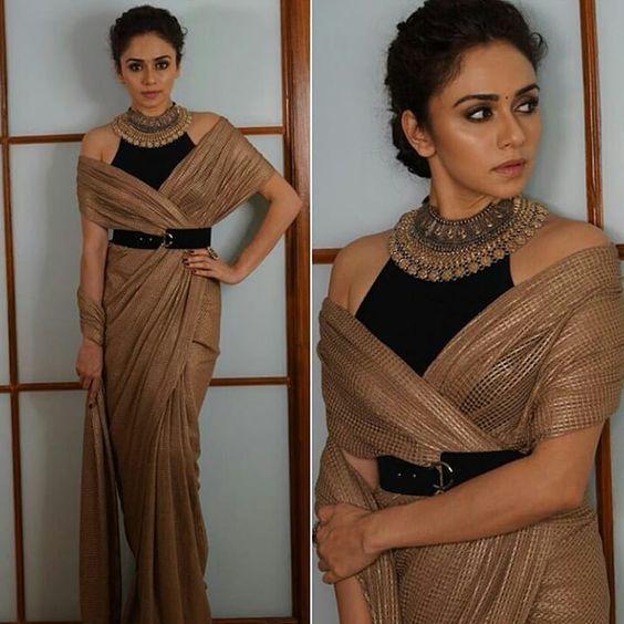 10 Ways To Wear A Saree Palla   Saree wearing styles, Saree look, Stylish blouse design