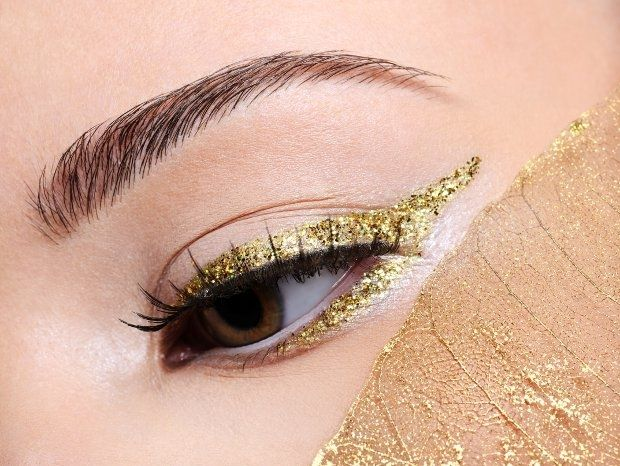 How to Wear Glitter Eyeliner - Glitter eyeliner can help you get an edgy look without getting too flashy. Try the best tips on how to apply glitter eyeliner and make it a staple of your style.